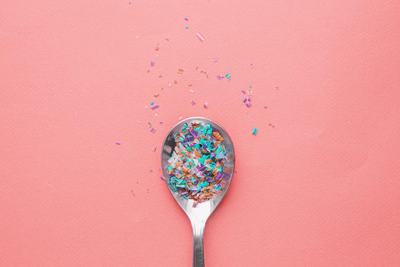 Gefährliches Mikroplastik – unser Leben in Plastik